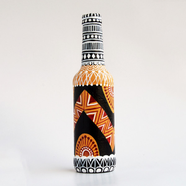 Art can b Bottle art flower vase Zig zag black and white