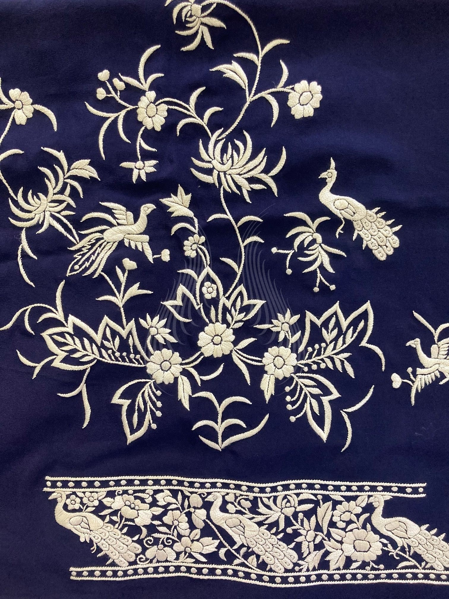 Peacock Motif with birds and chrysanthemums (G105)