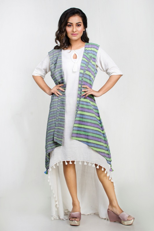Kantha textured sleeveless shrug