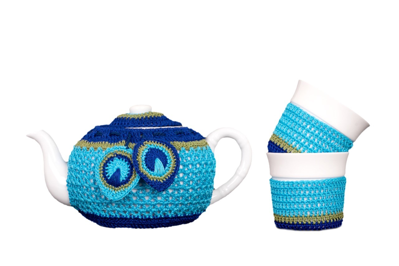 HAppy Threads Kettle Set with Tea Cozies