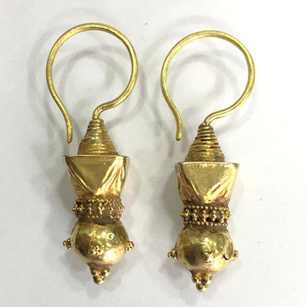 Vintage antique Handmade solid 18K Gold jewelry earring pair